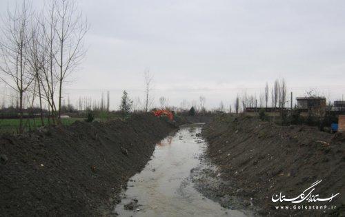 اجرای عمليات لايروبي رودخانه های بایرام شالی و آلماکولی در شهرستان گنبد کاووس
