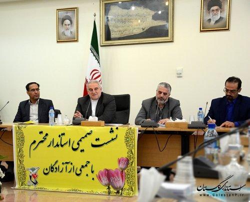 نشست صمیمی استاندار گلستان با جمعی از آزادگان برگزار شد