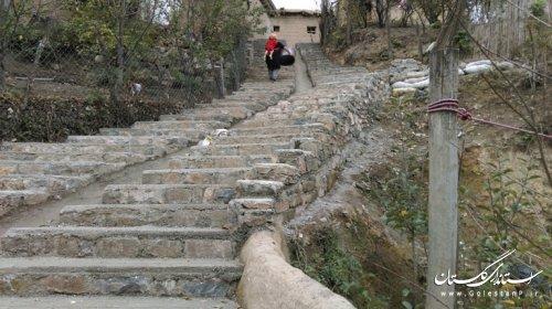قره جانلو از احداث 100 پله در یکی از معابر روستای قلعه قافه پایین خبر داد