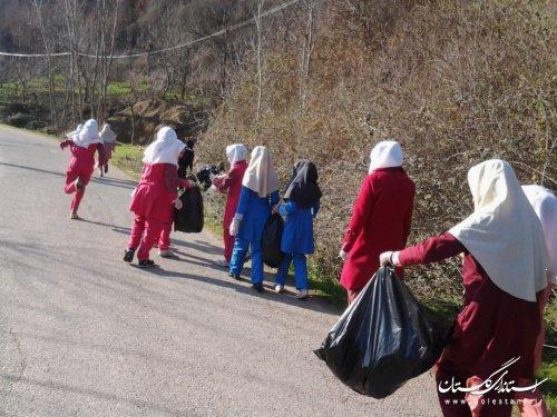 دانش آموزان روستای معرکه محله  آموزش بهداشت محیط دیدند