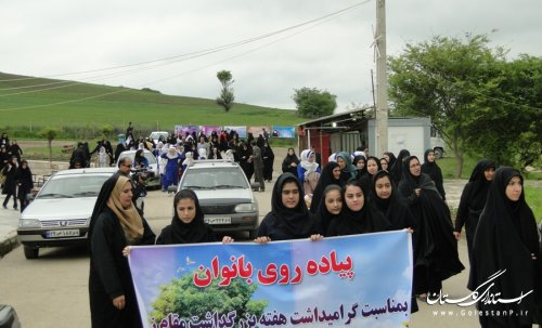 همایش پیاده روی به مناسبت هفته گرامیداشت مقام زن در آزادشهر برگزار شد