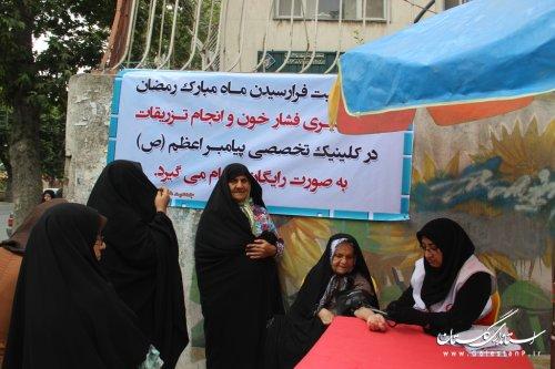 اندازه گیری فشارخون و انجام تزریقات رایگان در درمانگاه جمعیت هلال احمر استان