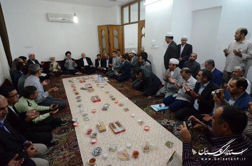 دیدار نماینده ولی فقیه و استاندار با خانواده های جان باختگان منا در گنبدکاووس