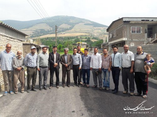 بازدید بخشدار لوه از طرح آسفالت در معابر صادق آباد