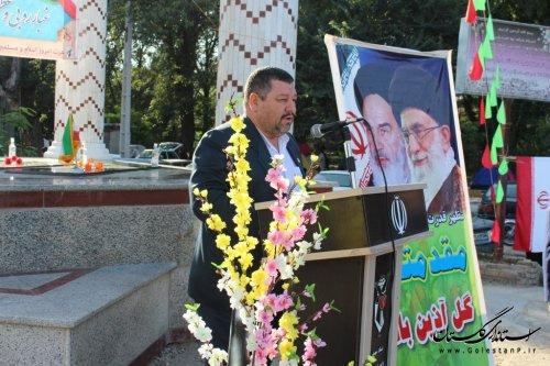 غبار روبی و عطرافشانی مزار شهدا گمنام شهرستان آزادشهر