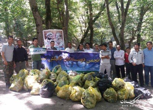 """بمناسبت هفته دولت زباله های تفرجگاه طبیعی """"چشمه لال"""" صادق آباد جمع آوری شد"""