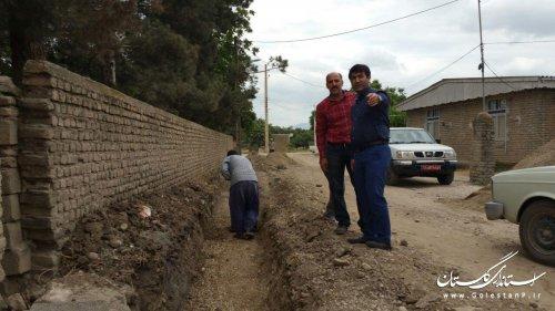 بازدید بخشدار مرکزی گالیکش از پروژه جدول گذاری روستای عرب بوران