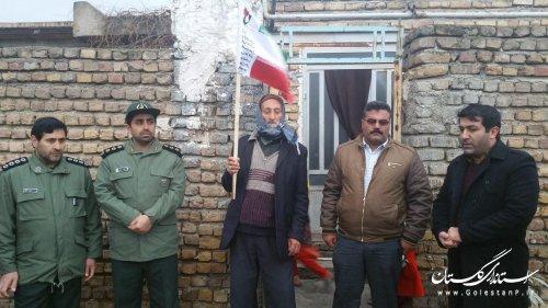 آیین نصب پرچم  در سر درب منازل خانواده  شهدای روستاهای گالیکش