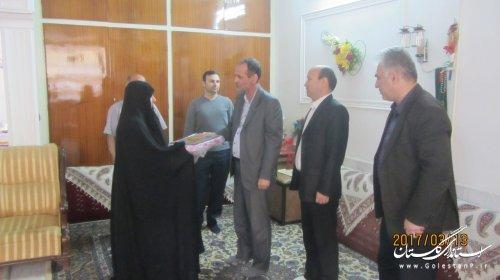 دیدار شهردار و رییس شورای اسلامی شهر گنبد کاووس با خانواده شهدا