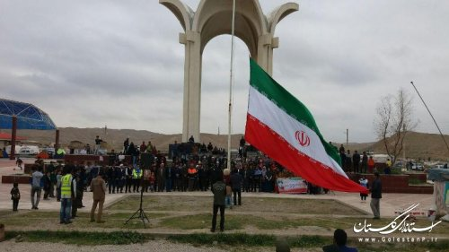 اهتزاز پرچم مقدس جمهوری اسلامی ایران در آرامگاه مختومقلی فراغی