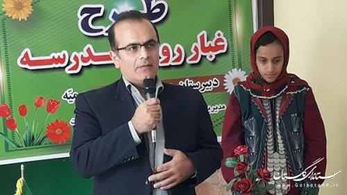 به پیشنهاد شهردار مینودشت برای اولین بارطرح غبار روبی مدارس در سطح استان گلستان اجراء شد .