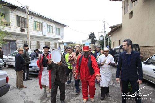 نوروزخوانی؛ آیین بهارخواهی در مرکز استان/ کارناوال نوروزخوانی در خیابان های گرگان براه افتاد