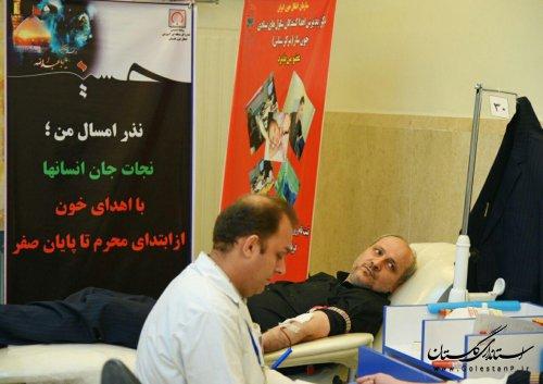استاندار گلستان در طرح نذر خون در شب های ماه محرم شرکت کرد