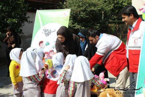 به مناسبت گرامیداشت هفته کودک ایستگاه مهربانی برپا شد