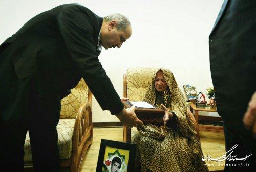 دیدار استاندار گلستان با خانواده شهدای 5 آذر گرگان