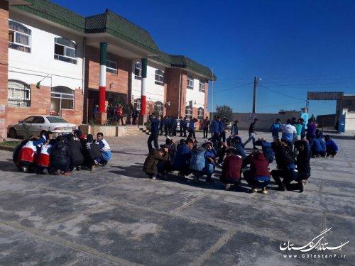 مانور ایمنی در برابر زلزله در دبیرستان شهید مفتح فاضل آباد