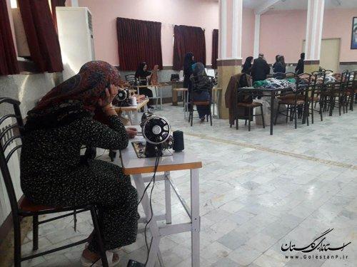 تامین البسه مورد نیاز زنان و کودکان آسیب دیده از سیل با همکاری آموزش فنی و حرفه ای استان گلستان
