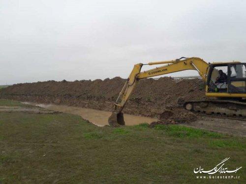 اجرای کانال انحراف آب غرب یلمه خندان با هدف جلوگیری از ورود آب به منطقه کل آباد شهر آق قلا