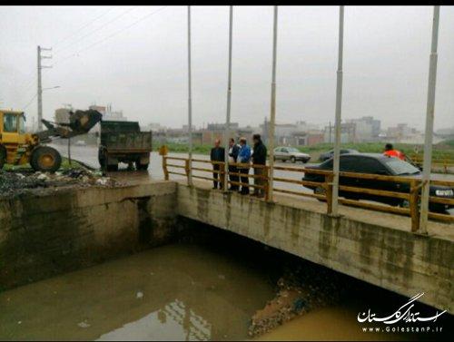 عملیات لایروبی و ساماندهی وپاکسازی مسیر رودخانه های شهرستان های آزادشهر ورامیان در حال انجام است