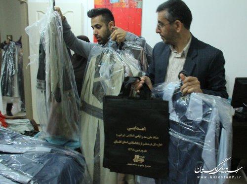 بسته بندی و ارسال پوشاک اهدایی خانواده بزرگ مد و لباس کشور به سیل زدگان گلستانی