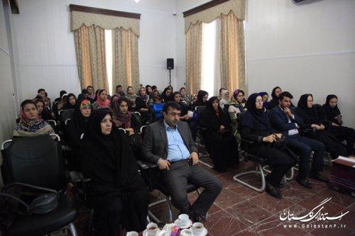 نشست هم اندیشی هنرمندان جوان صنایع دستی و هنرهای سنتی استان گلستان به مناسبت هفته جوان برگزار شد
