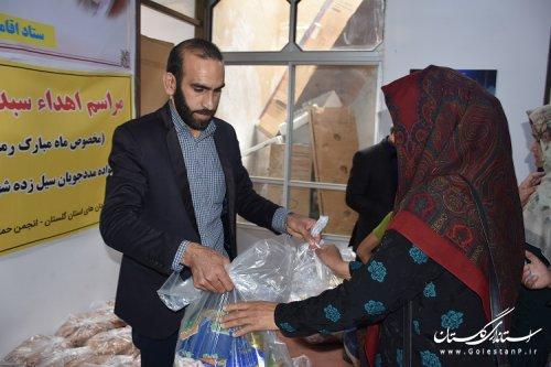 بسته حمایتی ویژه زندانیان آسیب دیده سیل آق قلا توزیع شد