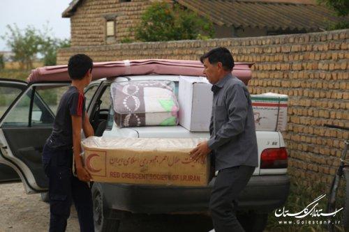 توزیع اقلام زیستی و غذایی در بین بیش از 400 خانوار سیل زده در شهرستان آق قلا