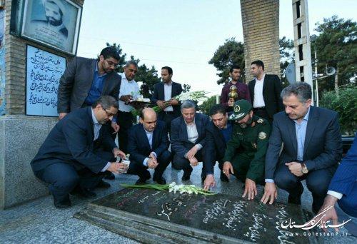 ادای احترام استاندار گلستان به شهدای استان