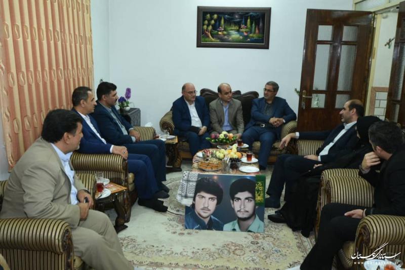 دیدار و سرکشی استاندار گلستان از خانواده شهیدان حسینی طلب در شهرستان آزادشهر