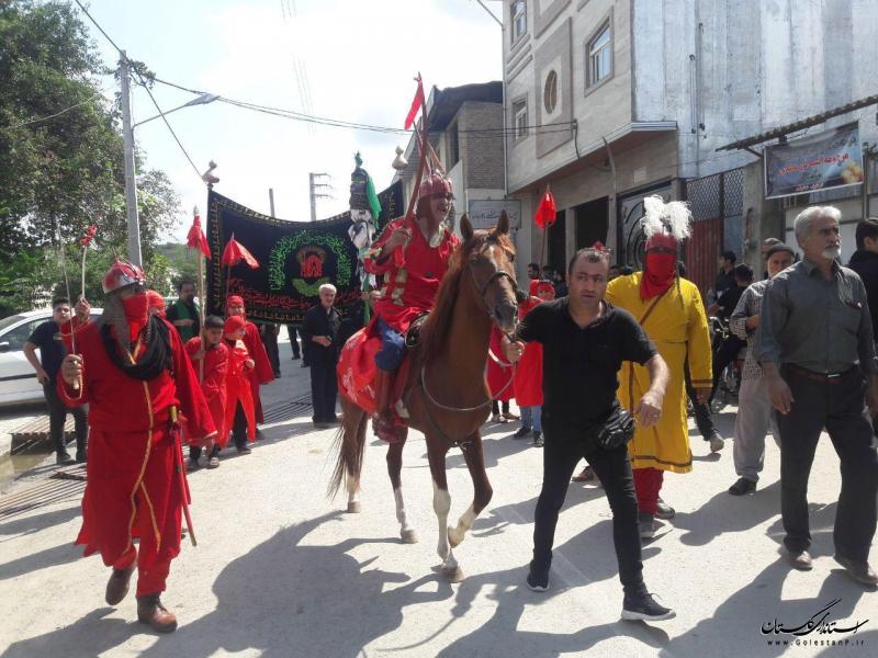 آیین عزاداری نخل پا در شهرستان کردکوی برگزار شد