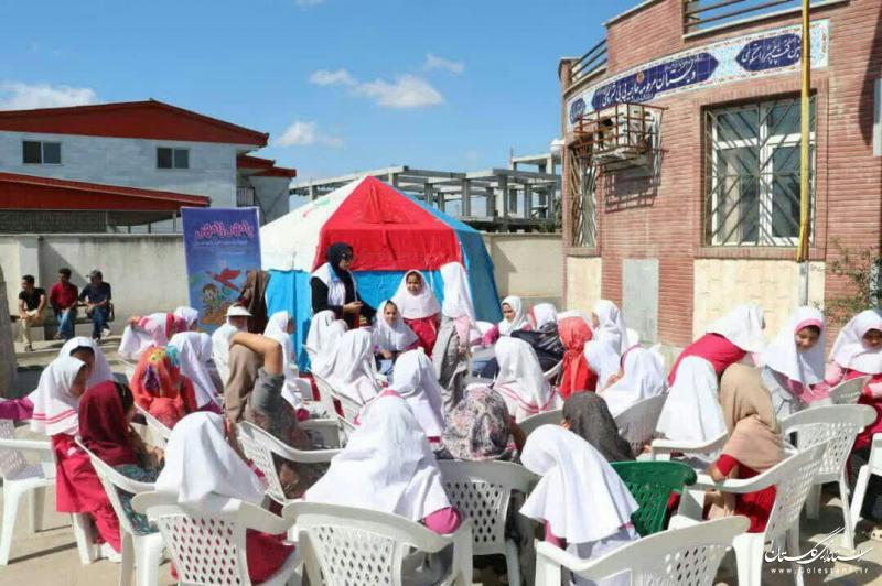 اجرای طرح ملی بامهر تامهر در مناطق سیل زده گلستان توسط جوانان جمعیت هلال احمر