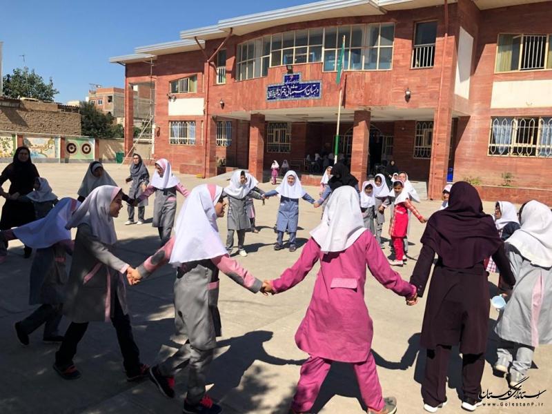 مربیان کانون پرورش فکری، دنیایی از شادی را به  کودکان استثنایی هدیه دادند