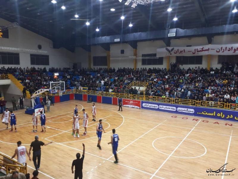 حضور استاندار گلستان در محل برگزاری دیدار بسکتبال شهرداری گرگان