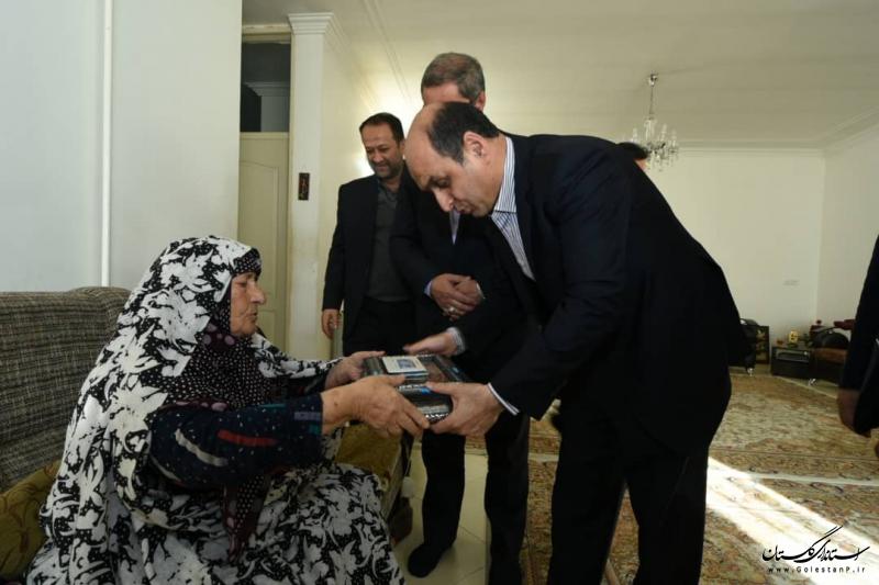 دیدار استاندار گلستان با خانواده شهید عباسی
