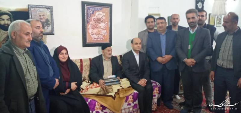دیدار استاندار گلستان با خانواده دو شهید در شهرستان کردکوی