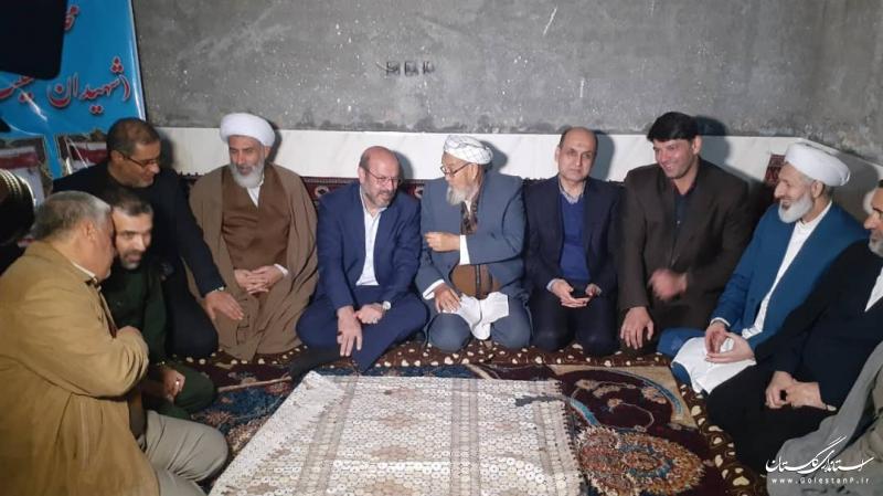 حضور استاندار گلستان و سردار دهقان در منزل خانواده شهیدان حبیب لی