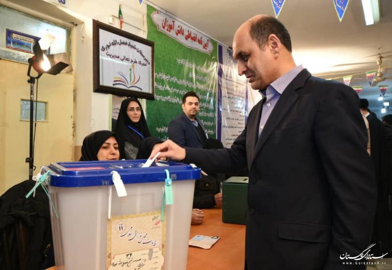استاندار گلستان رای خود را به صندوق انداخت؛مشارکت گسترده مردم پاسخی به تحریم های بین المللی خواهد بود