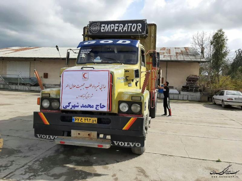 اهدای کمک های غیر نقدی خیّر و داوطلب گلستانی برای مردم سیل زده استان کرمان