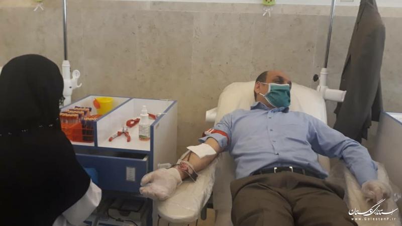 استاندار گلستان به اهدا خون پرداخت