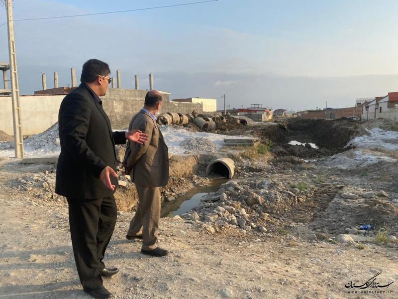 بازدید استاندار گلستان از اجرای کانال بتنی قیه جیق محله کل آباد شهر آق قلا