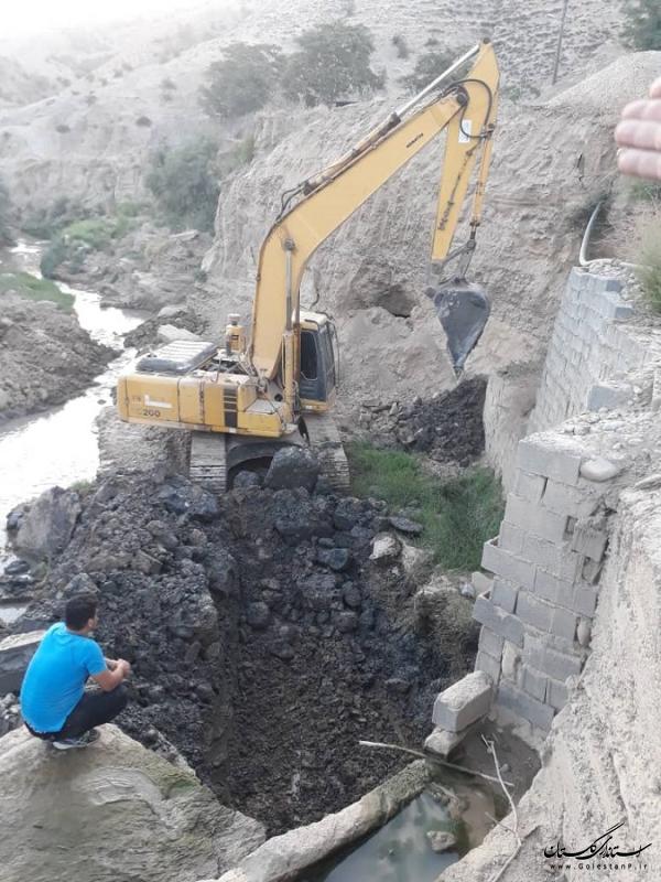آغاز عملیات پی کنی و احداث دیواره ی سنگی ملاتی و کف بند در رودخانه ساری سو شهرستان مراوه تپه
