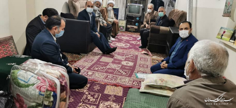 دیدار استاندار گلستان از دو خانواده دارای معلول در شهرستان ترکمن