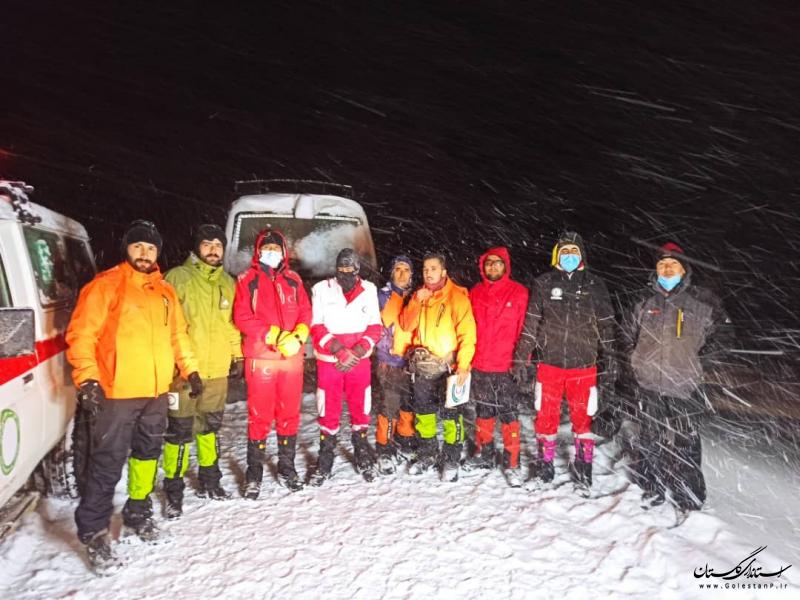 نجات ۳۰ کوهنورد در راه مانده در محور رامیان به شاهرود/ توزیع بسته های غذایی میان متأثرین