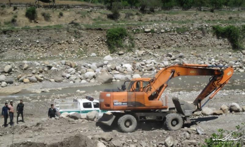 توقف عملیات برداشت غیرمجاز مصالح از رودخانه قره چای وتوقیف ادوات