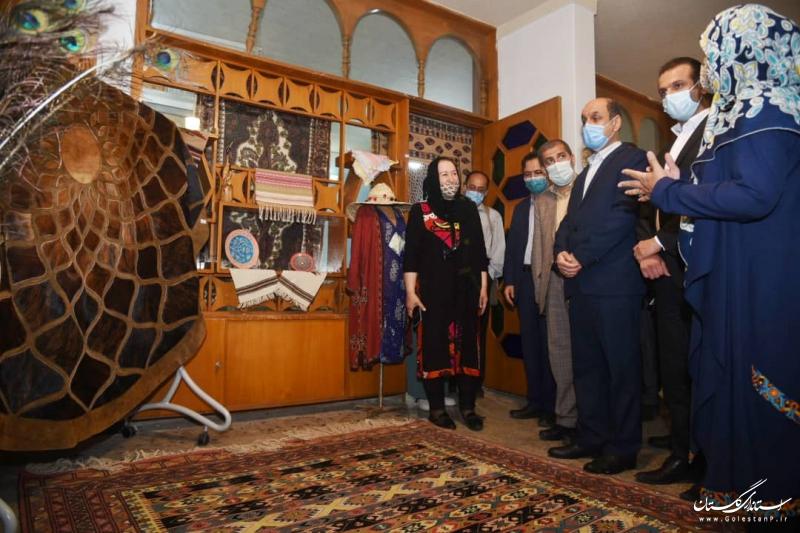 صنایع دستی و بناهای تاریخی در جامعه هویت ساز هستند