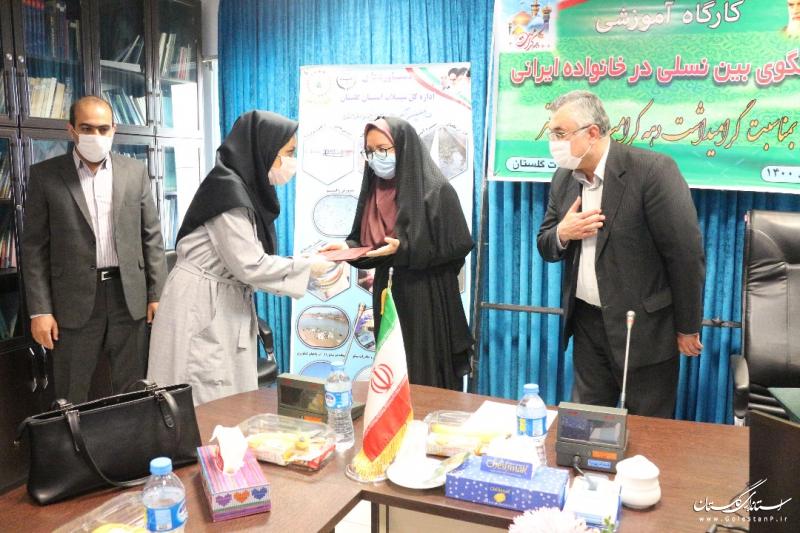 کارگاه آموزشی گفتگوی بین نسلی در خانواده ایرانی برگزار شد.