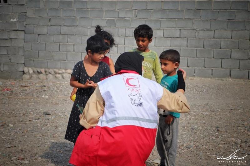 خرید یک دستگاه کولر و کمک ۴۰۰ میلیون ریالی خیر داوطلب گلستانی به مردم میناب در هرمزگان